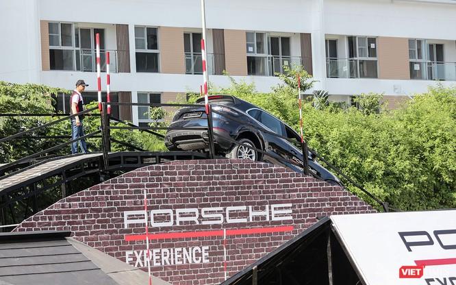 Porsche Cayenne thế hệ mới: Không chỉ dành cho phố thị ảnh 16