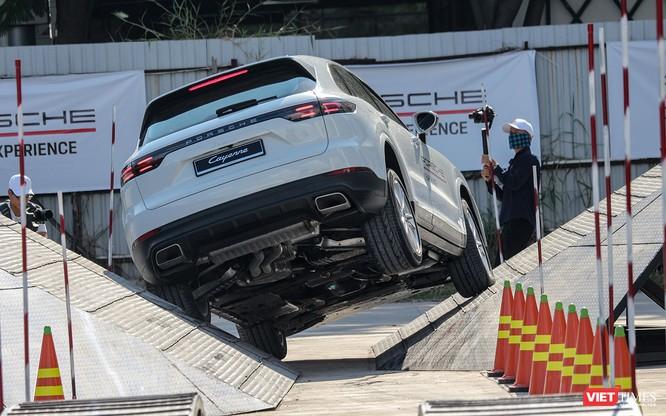 Porsche Cayenne thế hệ mới: Không chỉ dành cho phố thị ảnh 12