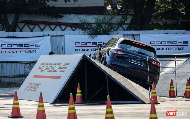 Porsche Cayenne thế hệ mới: Không chỉ dành cho phố thị ảnh 13