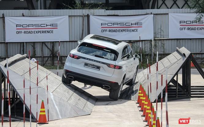 Porsche Cayenne thế hệ mới: Không chỉ dành cho phố thị ảnh 14