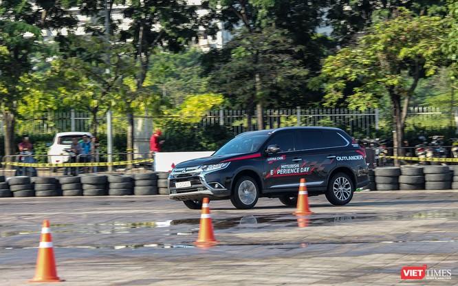 """Mãn nhãn với màn biểu diễn xe Mitsubishi của """"nữ hoàng drift"""" Leona Chin ảnh 3"""