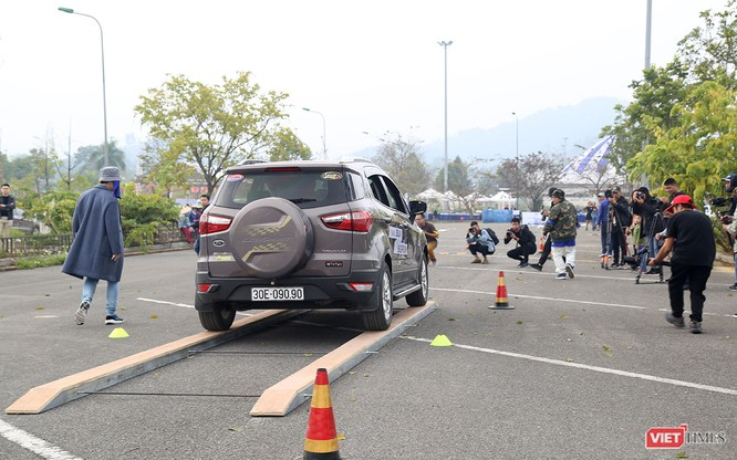 """Khi """"chuyên gia đường phố"""" Ford EcoSport thách thức cả địa hình offroad ảnh 8"""