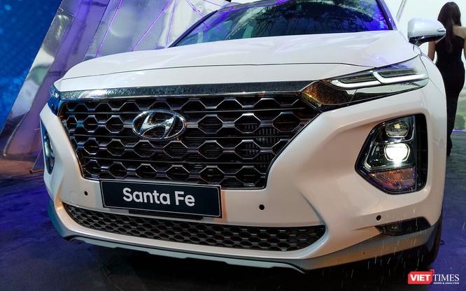 Yết giá 995 triệu đồng, Hyundai Santa Fe 2019 tiêu chuẩn được trang bị những gì? ảnh 2