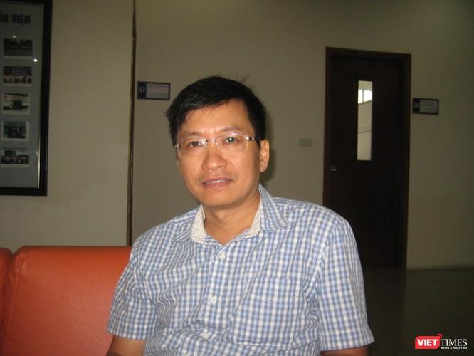 """GS TS Phùng Hồ Hải: """"Thi tự luận tốn kém hơn trắc nghiệm nhưng đánh giá đúng năng lực của thí sinh"""" ảnh 2"""