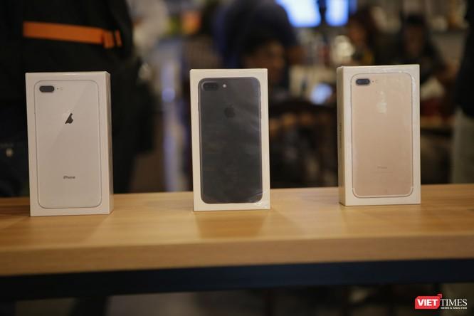 Từ iPhone đời đầu đến iPhone X lần đầu tiên hội tụ trong một triển lãm tại Hà Nội ảnh 12