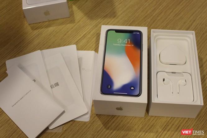 Từ iPhone đời đầu đến iPhone X lần đầu tiên hội tụ trong một triển lãm tại Hà Nội ảnh 13