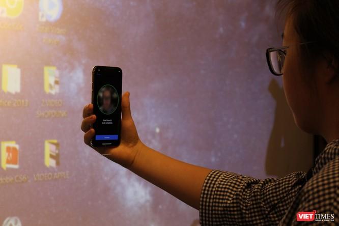 Từ iPhone đời đầu đến iPhone X lần đầu tiên hội tụ trong một triển lãm tại Hà Nội ảnh 16