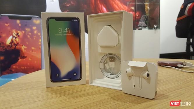 Từ iPhone đời đầu đến iPhone X lần đầu tiên hội tụ trong một triển lãm tại Hà Nội ảnh 14