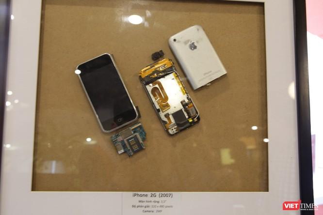 Từ iPhone đời đầu đến iPhone X lần đầu tiên hội tụ trong một triển lãm tại Hà Nội ảnh 2