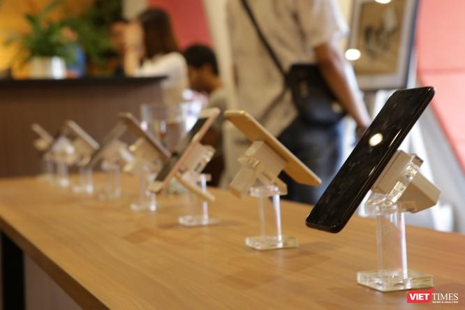 Từ iPhone đời đầu đến iPhone X lần đầu tiên hội tụ trong một triển lãm tại Hà Nội ảnh 7