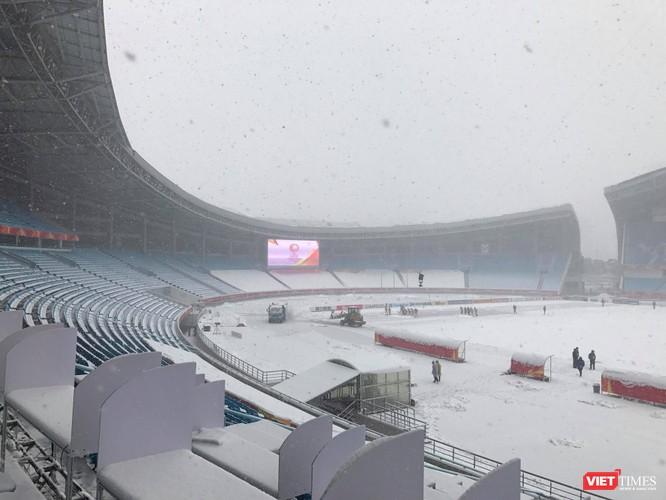 Hình ảnh cập nhật lúc 11h30 từ bên trong sân vận động Thường Châu ảnh 6