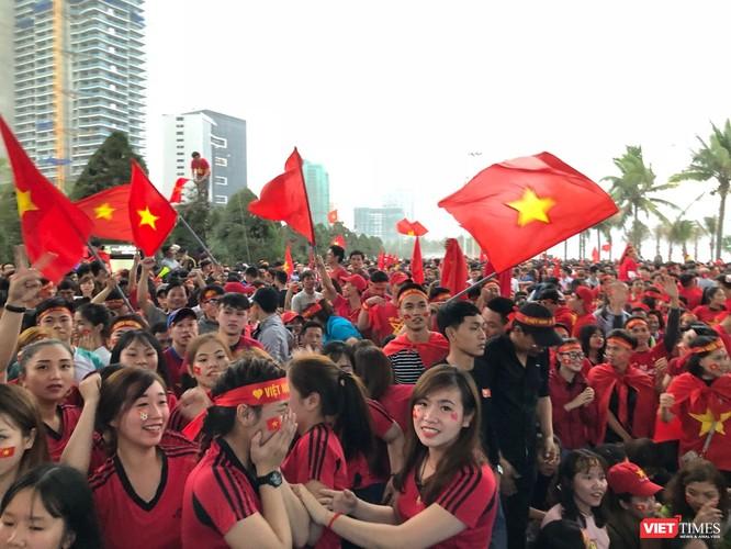 Không khí trận bóng lịch sử của U23 Việt Nam: Chút tiếc nuối phút cuối ảnh 41