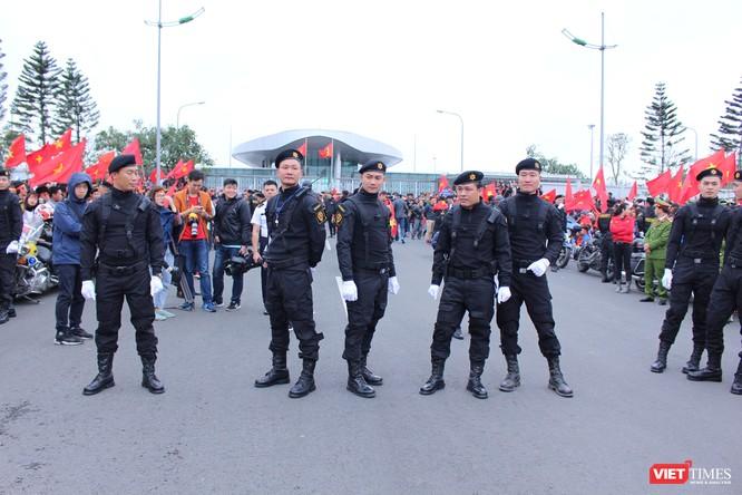 Chùm ảnh về lực lượng an ninh bảo vệ cho đội tuyển U23 tại sân bay ảnh 1
