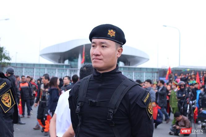 Chùm ảnh về lực lượng an ninh bảo vệ cho đội tuyển U23 tại sân bay ảnh 2
