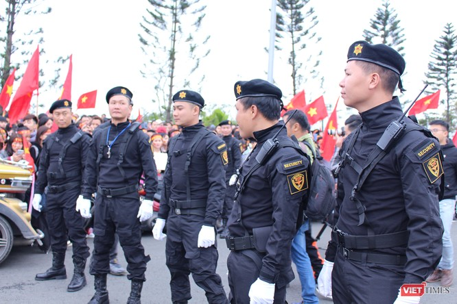 Chùm ảnh về lực lượng an ninh bảo vệ cho đội tuyển U23 tại sân bay ảnh 3