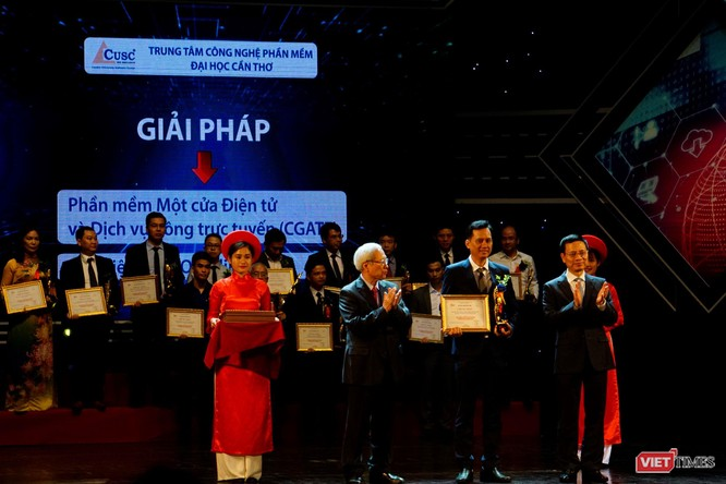 Giải thưởng Chuyển đổi số Việt Nam cổ vũ ứng dụng công nghệ để chuyển đổi số mạnh mẽ ảnh 42