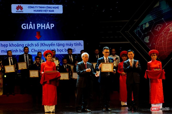 Giải thưởng Chuyển đổi số Việt Nam cổ vũ ứng dụng công nghệ để chuyển đổi số mạnh mẽ ảnh 44
