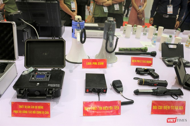 Chiêm ngưỡng hàng trăm trang thiết bị quân sự hiện đại xuất hiện tại Triển lãm Quốc tế về Quốc phòng và An ninh Việt Nam 2019 ảnh 19
