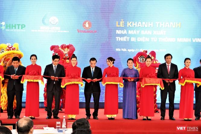 Chủ tịch Quốc hội Nguyễn Thị Kim Ngân dự lễ khánh thành Nhà máy sản xuất thiết bị điện tử thông minh VinSmart ảnh 2