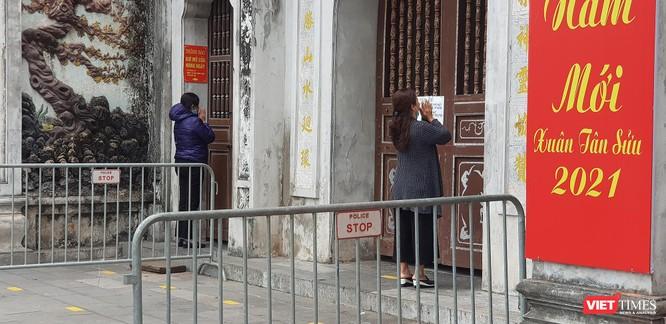 Hình ảnh đền chùa và quán xá Hà Nội chiều mùng 5 Tết ảnh 6