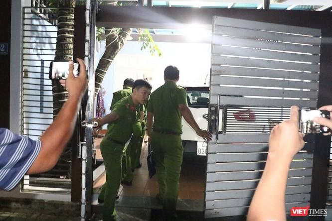 Đang khám nhà ông Đào Tấn Bằng - nguyên Chánh Văn phòng Thành ủy Đà Nẵng ảnh 9