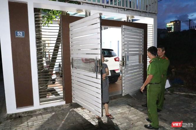 Đang khám nhà ông Đào Tấn Bằng - nguyên Chánh Văn phòng Thành ủy Đà Nẵng ảnh 8