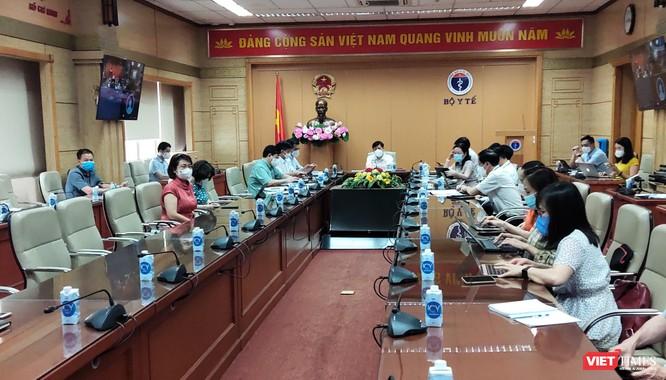 Bộ trưởng Bộ Y tế: Dịch ở Bắc Giang sẽ tiếp tục phức tạp, chuẩn bị tình huống số ca bệnh tăng ảnh 1