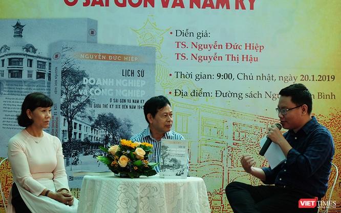 """Rời bỏ """"đại tự sự"""", nhìn lại giai đoạn thay đổi tầm nhìn của người Việt ảnh 1"""