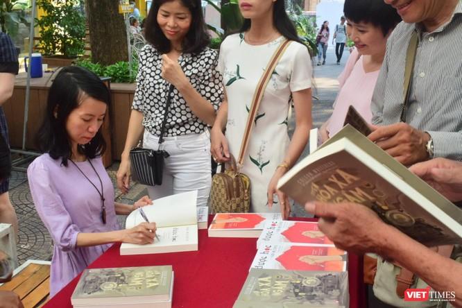 Bích Lan - dịch giả của 35 cuốn sách tự hào chỉ học xong lớp 8 ảnh 1