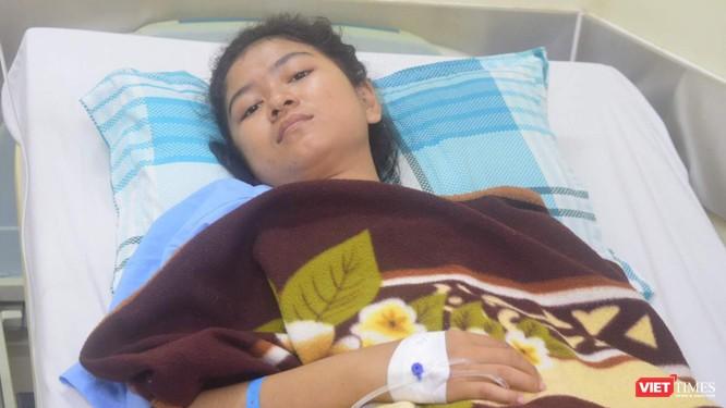 Nữ bệnh nhân 19 tuổi cho biết cô rất phục các bác sĩ Việt Nam