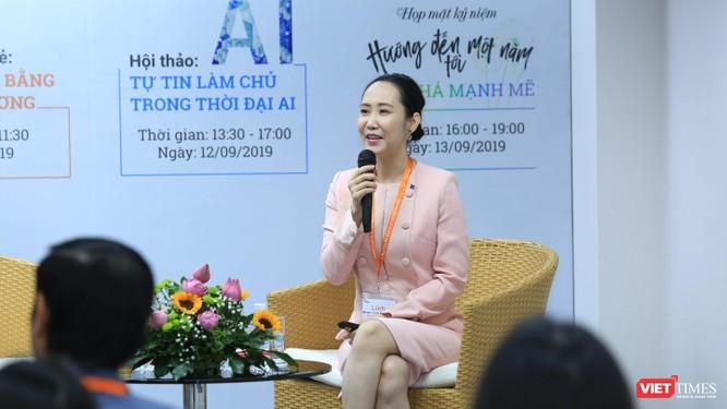 Bà Nguyễn Trịnh Khánh Linh tại cuộc trao đổi