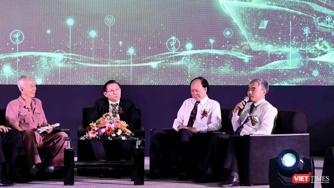 Chủ tịch Hội Truyền thông Số Việt Nam xúc động khi tham dự chương trình phổ cập máy tính bảng cho nông dân ảnh 1