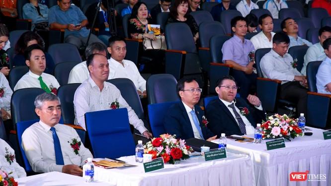 Chủ tịch Hội Truyền thông Số Việt Nam xúc động khi tham dự chương trình phổ cập máy tính bảng cho nông dân ảnh 2