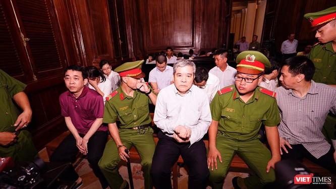 Phiên xử sơ thẩm lần 2 vụ án VN Pharma: Thứ trưởng Bộ Y tế Trương Quốc Cường lại vắng mặt ảnh 2