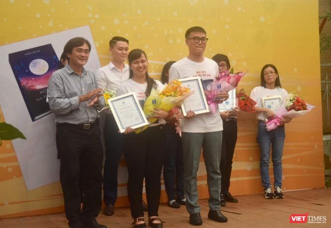 """Nguyễn Ngọc Tư trao giải """"Một nửa làm đầy thế giới"""" ảnh 3"""