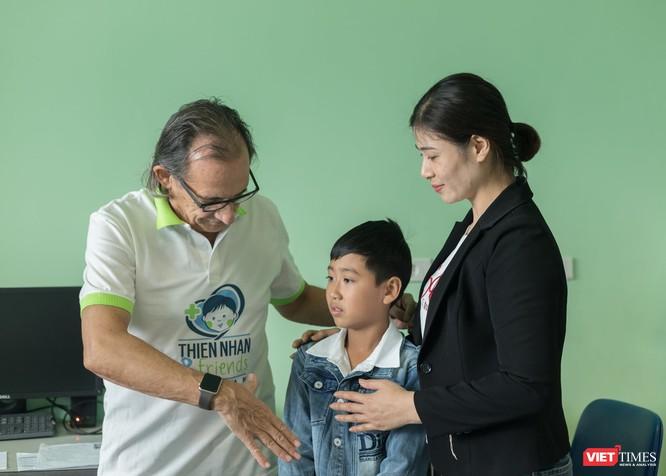 Bác sĩ Roberto De Castro nhớ tên nhiều bệnh nhi