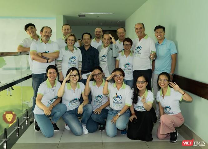 Bác sĩ Roberto De Castro: 10 năm mổ miễn phí cho trẻ em Việt ảnh 4