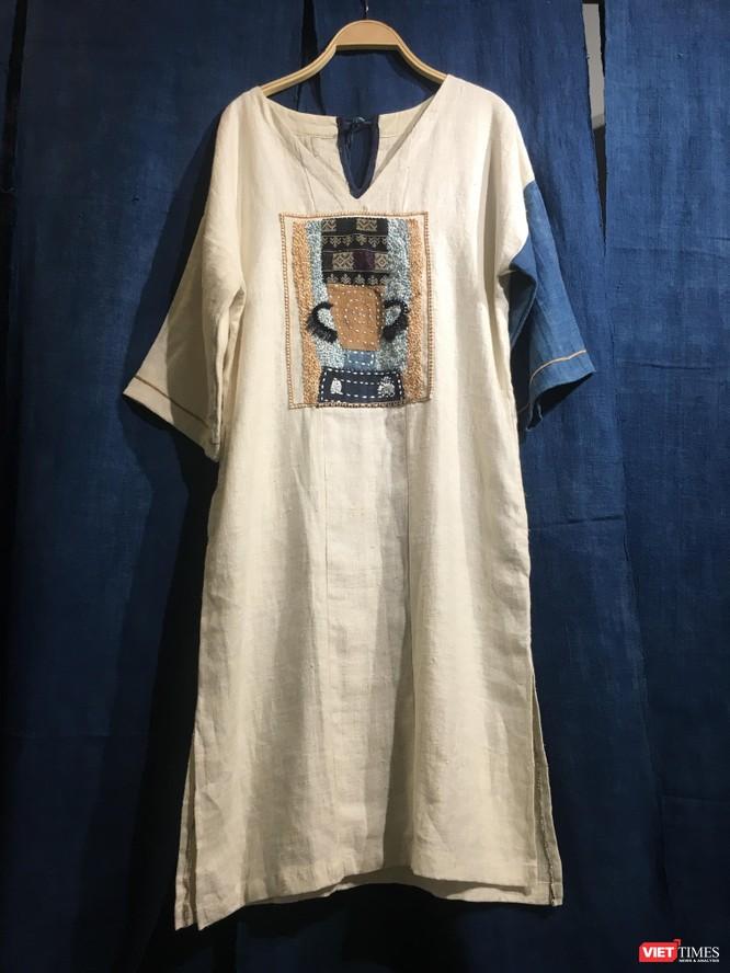 Những thiết kế mỹ thuật độc đáo trên vải truyền thống