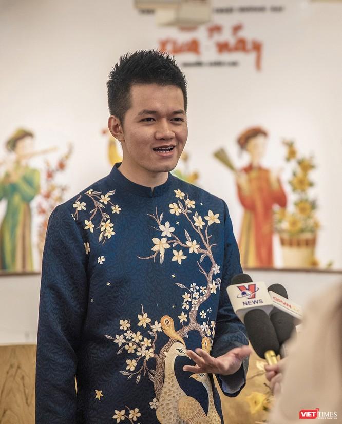 Họa sĩ Xuân Lam đưa tranh Tứ Bình lên áo dài xuân