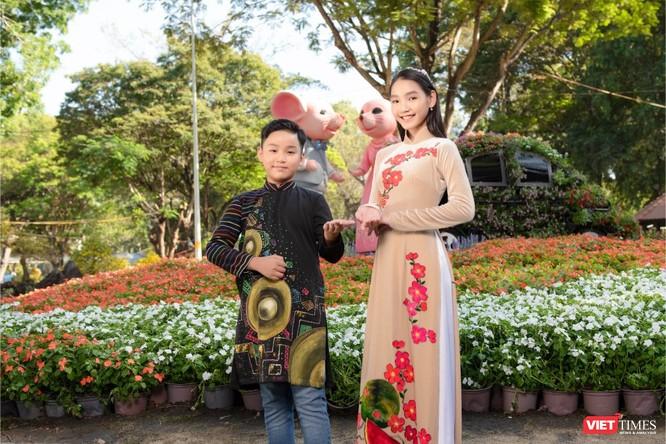 Áo dài xuân của NTK Việt Hùng tung bay đón Tết Canh Tý 2020 ảnh 4
