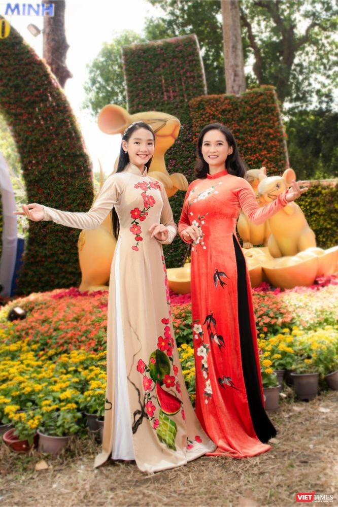 Áo dài xuân của NTK Việt Hùng tung bay đón Tết Canh Tý 2020 ảnh 11