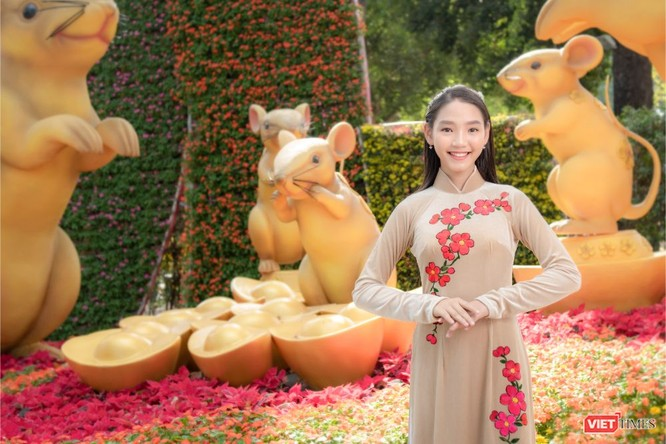 Áo dài xuân của NTK Việt Hùng tung bay đón Tết Canh Tý 2020 ảnh 12