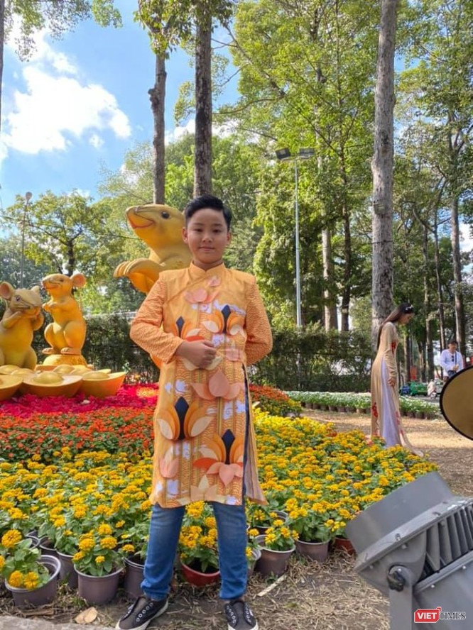 Áo dài xuân của NTK Việt Hùng tung bay đón Tết Canh Tý 2020 ảnh 5