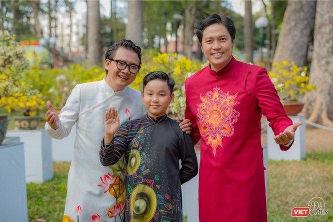 Áo dài xuân của NTK Việt Hùng tung bay đón Tết Canh Tý 2020 ảnh 6