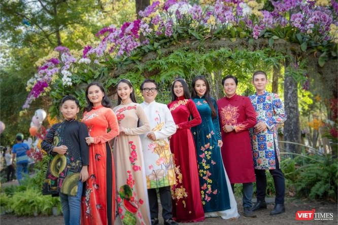Áo dài xuân của NTK Việt Hùng tung bay đón Tết Canh Tý 2020 ảnh 9