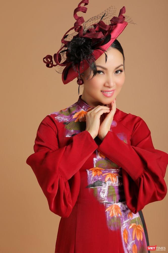 Ca sĩ Hà Phương hóa quý cô sang chảnh với áo dài ảnh 9
