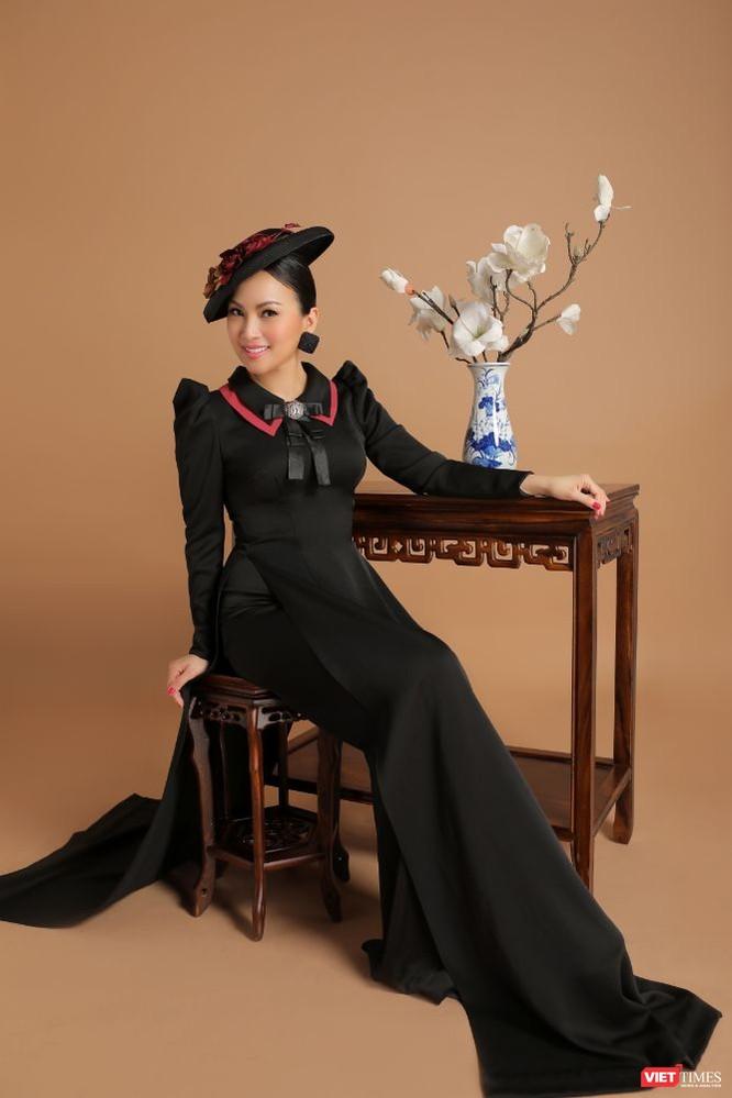 Ca sĩ Hà Phương hóa quý cô sang chảnh với áo dài ảnh 2
