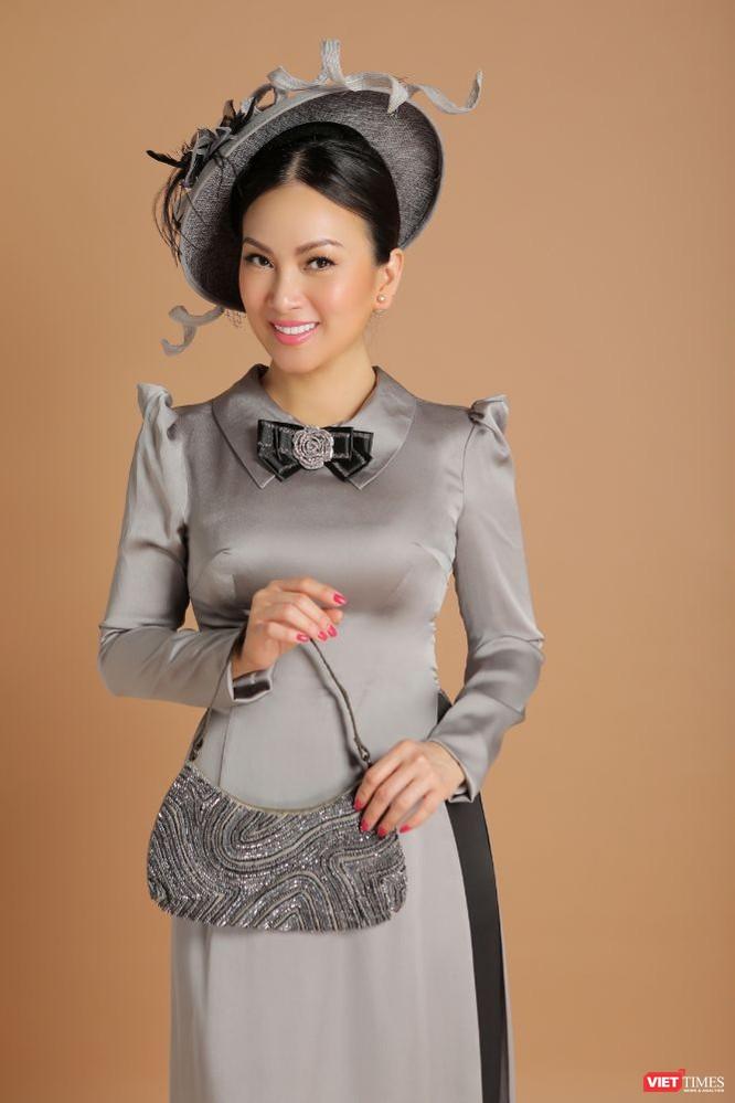 Ca sĩ Hà Phương hóa quý cô sang chảnh với áo dài ảnh 4