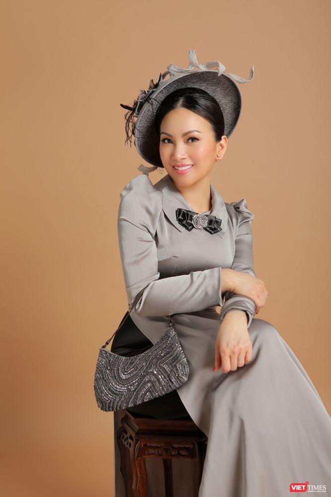 Ca sĩ Hà Phương hóa quý cô sang chảnh với áo dài ảnh 5