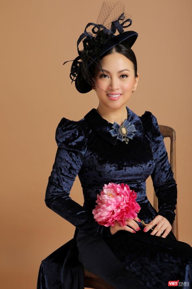 Ca sĩ Hà Phương hóa quý cô sang chảnh với áo dài ảnh 6